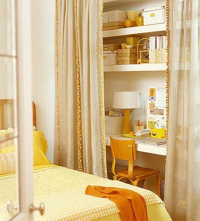 合理利用卧室的空间创造出一个小书房